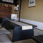 お茶処 仙酔庵 - 店内にはお座敷でくつろげるスペースもあります。