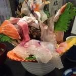 42049831 - これ全部海鮮丼です。