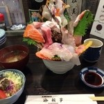 42049833 - 得々おまかせ海鮮丼。