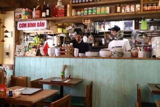 チョップスティックス 吉祥寺店 - 厨房のコックはベトナムの方々(?)