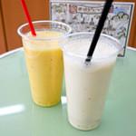 42050468 - マンゴオレンジとバナナのジュース