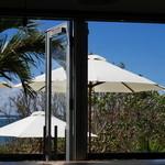 島野菜カフェ Re:Hellow BEACH - 店内からの眺め
