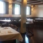 ラ リベラ - 【レストラン内 】 コート掛けがまるでインテリアのように備え付けてあります。冬も安心(⌒_⌒)