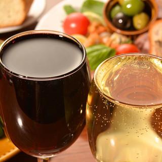 ワインの種類は全100種類!他いろんな種類のお酒があります!