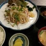 鶏料理 川 - 鶏のむね肉たたき定食780円。 味噌汁も具だくさんで美味しい。
