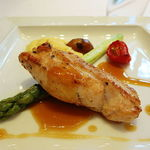 42053181 - はちきん地鶏の胸肉のポアレ アスパラガスと季節野菜添え ローズマリーの香り
