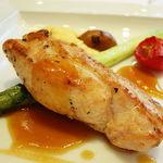 42053183 - はちきん地鶏の胸肉のポアレ アスパラガスと季節野菜添え ローズマリーの香り