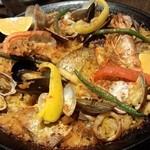 42057149 - 魚貝たっぷりパエリア(2人前:2,200円)通常具材に白身魚にタコが加わります