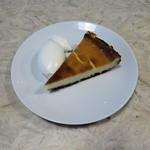 ソルズコーヒー ロースタリー - ベイクドチーズケーキ