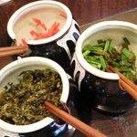 麺's room 神虎 - 卓上に「紅生姜」「高菜」「ニラキムチ」が置いてあり入れ放題。。