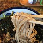 松栄庵 - 太めの蕎麦。噛むと風味満点!