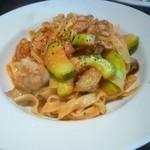 フィオリーレ - 夏野菜とチキンのピリ辛トマトソース