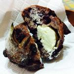 パンやきどころ RIKI - ブルーベリーフロマージュ ¥240+税