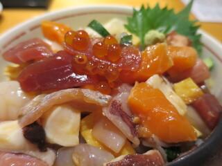 鮮魚・お食事処 山正 - 山正丼ドアップ