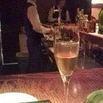 マルゴ - カウンターにてシャンパンで