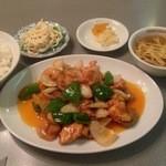 桂花飯店 - 定食:鶏とえびとふくろたけ炒め。