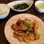 ハナハナ - Bランチ 豚肉と野菜のオイスターソース炒め、スープ、ライス、デザート付き 850円