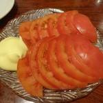 餃子の安亭 - 冷やしトマト:290円