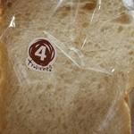 42075110 - しっとり食パン