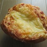 自然屋 - チーズパン230円。
