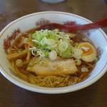 美浜 - 料理写真:2015.09 醤油ラーメン(520円)