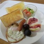 みなみベーカリー - 料理写真:購入した食パンでトーストモーニングを作りました!!