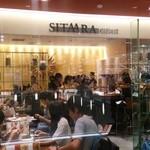 42083403 - 日曜夜のお店はそれなりに混んでいましたが、1~2名の客はカウンター席に直ぐ通してくれました。