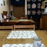 博龍軒 - 店内は昭和時代からほとんど変わってないようです。