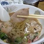 博龍軒 - チャーシューと麺を同時に食べると尚更旨いです。