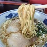 尾道ラーメン 宝竜 - 平打ち中太ストレート麺、まさしく、尾道ラーメンです