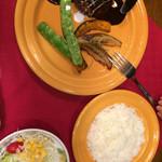 CAFE330 - 料理写真:デミグラスソースバンバーグ