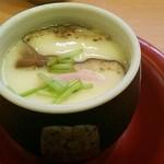 Kappazushi - 特選茶碗蒸し194円(税込) やさしい出汁の味わいとなめらかな卵。シイタケ・みつば・かまぼこ・鶏肉入り。なぜか銀杏は入ってなかった。