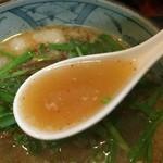 馬賊 - モツニラそばのスープ