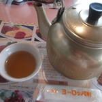 42087467 - やっぱり、お茶は やかんごと出てきました。
