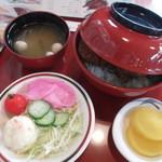 42087477 - かつ丼定食。サラダと、味噌汁 黄色の大根漬物が付いてます。