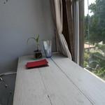 ハーヤナゴミカフェ - 眺めの良いカウンター席