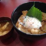 ハングリー ボール - 味噌汁と豚玉丼