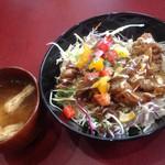 ハングリー ボール - 店長のきまぐれ丼(シシリアン風丼)と味噌汁