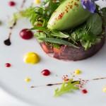ラトリエ ドゥ ジョエル・ロブション - ビーツ リンゴと合わせ 苦味のあるサラダと グリーンマスタードのソルベと共に