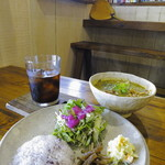 Soi - 県産豚のスパイシーイエローココナッツカレー