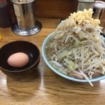 42092130 - ラーメン650円麺半分野菜ニンニク+サービス生卵