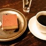 カフェ・ラ・バスティーユ - 焼きプリンとケアブレンドコーヒー850円