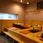 炭焼kitchen 達磨 - 座卓席(テーブル席、カウンター席もあります。)