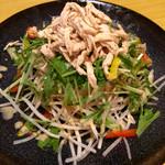 炭焼kitchen 達磨 - 大根と水菜と蒸し鶏のサラダ¥680