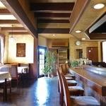 レストラン吉野 - 天井にも意匠を凝らした内観