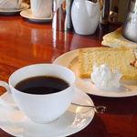 マルグッタ51番地 - パスタランチのケーキとコーヒー(ハンドドリップ)