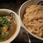 42098266 - どろ煮干しつけ麺(大盛・味玉)850円+100円+120円。