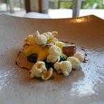 星のや竹富島 ダイニング - フォアグラのポワレと焼きトウモロコシのエスプーマ