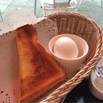 42101736 - トースト(ハーフ)とゆで卵が★
