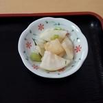 こうらく - 親子丼\750 漬物